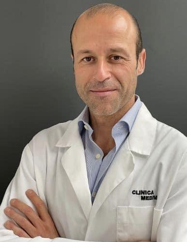 imagen de cirujano angiologia cirugia vascular y varices en clinica medivas