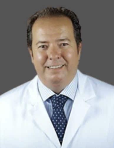 imagen de director y cirujano angiologia cirugia vascular y varices en clinica medivas
